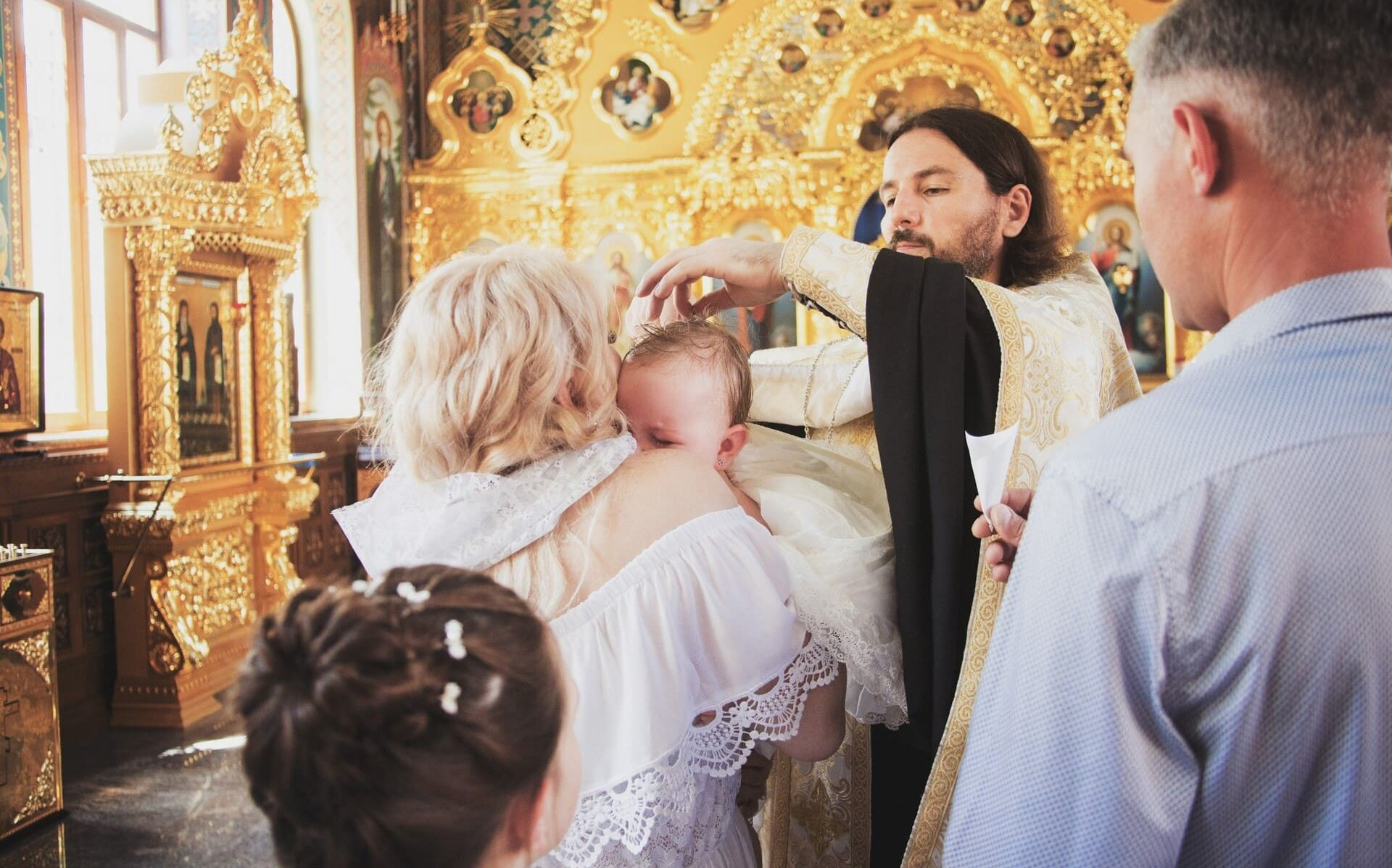 Видеосъемка крещения ребенка в СПб. Видеосъемка крещения в Петербурге
